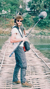 Kristian Knoop on a Bridge made of bamboo wood in India for a documentary Knegsels Goud.